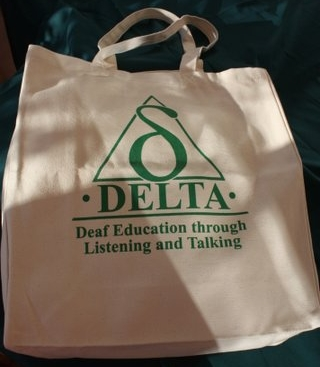http://deafeducation.org.uk/wp-content/uploads/2013/10/TOTE-BAGS.jpg